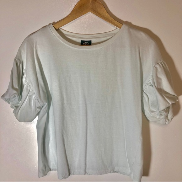 bobeau Tops - Bobeau White Puff Sleeve Semi Crop Shirt Size S